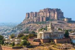 Mehrangarh-Fort mit Jaswant Thada Stockfotos