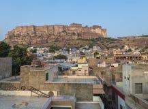 Mehrangarh Fort- und Jodhpur-Dachspitzen Stockbilder