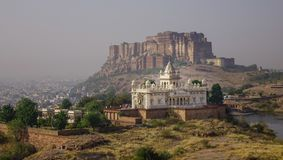 Mehrangharh fort och Jaswant Thada arkivfoton