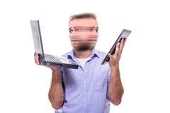 Mehrere Dinge gleichzeitig tun eines Geschäftsmannes Stockfoto