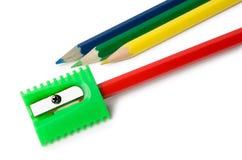 Mehrere von Bleistiften und von Bleistiftspitzer Lizenzfreie Stockbilder