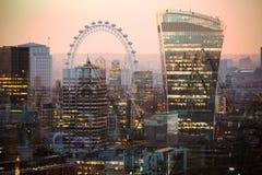 Mehrfachbelichtungsbild des schönen Morgens auf der Westminster-Brücke mit Unschärfe von gehenden Leuten Ansicht umfassen Big Ben Lizenzfreie Stockfotos