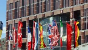 Mehrfache Flaggen in Konferenzzentrum Messe Frankfurt in Frankfurt