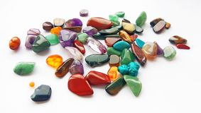 Mehrfache helle farbige halb kostbare Edelsteine und Edelsteine für Dekoration stockfotos