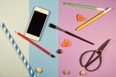 Mehrfache Kreativitätswerkzeuge mit Kopienraum Stockfoto
