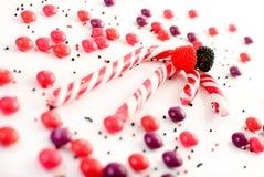 Mehrfache Süßigkeitansammlung auf Weiß Stockfotos