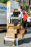 Mehrfacher Paketlieferungskasten einer über anderen Lizenzfreies Stockbild