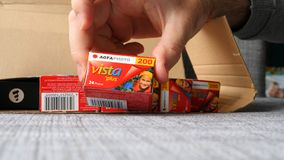 Mehrfaches AGFA-Foto Vista plus 200 unboxing Stockbilder