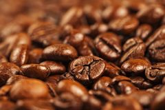 Mehrfachverbindungsstelle gebratene braune Kaffeebohnen Lizenzfreie Stockfotografie