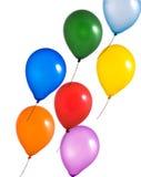 Mehrfarbenballone auf weißem Hintergrund Stockfotos