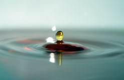 Mehrfarbenwasser-Makro Lizenzfreies Stockbild