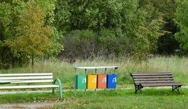 Mehrfarbige überschüssige Behälter Stockfotos