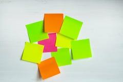 Mehrfarbige Aufkleber auf einem hellen Hintergrund Stockfotos