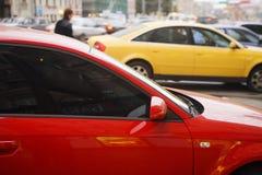 Mehrfarbige Autos Stockfotos
