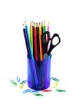 Mehrfarbige Bleistifte im Glas Stockfotos