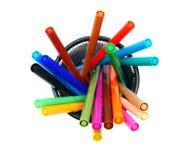 Mehrfarbige Bleistifte im Korb. Lizenzfreies Stockbild