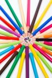 Mehrfarbige Bleistifte im Kreis Stockbilder