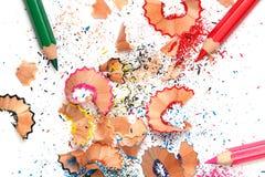 Mehrfarbige Bleistifte und Schnitzel Lizenzfreies Stockfoto