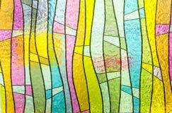 Mehrfarbige Buntglaskirchenfenster-Porträtorientierung stockbilder