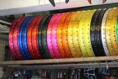 Mehrfarbige Fahrradreifenkanten an Pattaya-Fahrrad kaufen Lizenzfreies Stockfoto