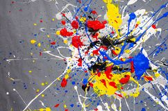 Mehrfarbige Farbfleck- Verunstaltung auf dem grauen Hintergrund lizenzfreies stockbild