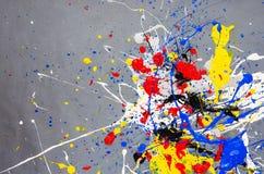 Mehrfarbige Farbfleck- Verunstaltung auf dem grauen Hintergrund stockbilder