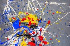 Mehrfarbige Farbfleck- Verunstaltung auf dem grauen Hintergrund lizenzfreie stockfotos