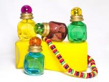 Mehrfarbige Flaschen Toilettenwasser Stockfoto