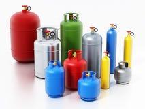 Mehrfarbige Gasflaschen lokalisiert auf weißem Hintergrund Abbildung 3D Stockbilder