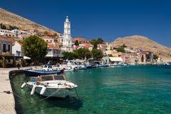 Mehrfarbige Gebäude von Halki-Insel (Chalki) lizenzfreies stockbild