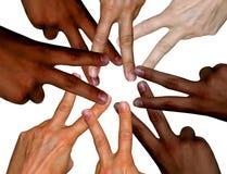 Mehrfarbige Hände zusammen im Friedenszeichen Stockbild