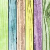 Mehrfarbige hölzerne Platten des abstrakten Hintergrundes vereinbarten Beschaffenheitshintergrund Stockbilder