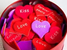 Mehrfarbige Herzen in einem Glas Lizenzfreies Stockfoto