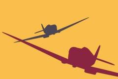 Mehrfarbige Kampfflugzeuge im Himmel Stockbilder