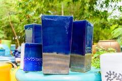 Mehrfarbige keramische Schüsseln und Schalen handgefertigt Lizenzfreies Stockbild