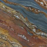 Mehrfarbige natürliche Felsen mit diagonalen Linien lizenzfreie stockfotos