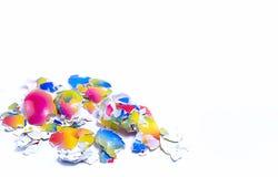 Mehrfarbige Oberteile von den Eiern auf einem weißen Hintergrund, Abstraktion, Hintergrund Lizenzfreies Stockbild