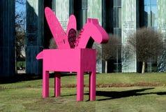 Mehrfarbige Pegasus-Skulpturen in Warschau Lizenzfreies Stockfoto