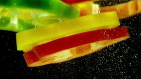 Mehrfarbige Pfeffer im Wasser stock video footage