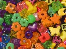 Mehrfarbige Plastikkorne Stockfotografie