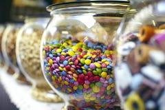 Mehrfarbige Schokoladensüßigkeittasten Stockfotografie