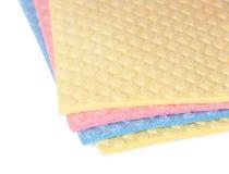 Mehrfarbige Schwämme der Nahaufnahme für Abwasch Stockbild