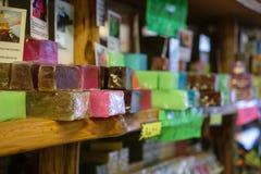 Mehrfarbige Seife im Speicher in Larnaka, Zypern Stockbilder