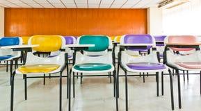 Mehrfarbige Stühle lizenzfreie stockfotos