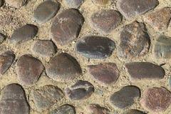 Mehrfarbige Steine im Boden Stockfoto