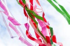 Mehrfarbige Streifen von Bändern Stockbild