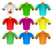 Mehrfarbige T-Shirts in einem Set Stockfotos