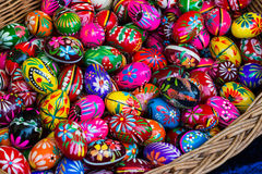 Mehrfarbige verzierte Ostereier Stockfotografie