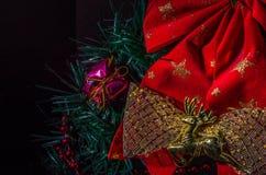 Mehrfarbige Weihnachtsdekorationen für die Dekoration für das neue Jahr Lizenzfreies Stockfoto