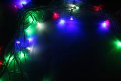Mehrfarbige Weihnachtsgirlandennahaufnahme lizenzfreie stockbilder